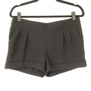 "Express 2 1/2"" Pleated Cuffed Soft Short"